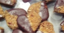 biscuit-coeur-chocolat-cacahuetes-confiture