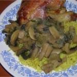 Poulet mhamar ( rôti ) aux riz et champignons