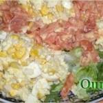 Salade de riz, tomate, maïs et oeuf